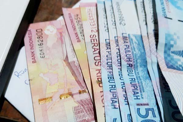 Apakah Pinjaman Bank Termasuk Uang Riba? - Islampos