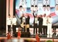 Pasangan Bakal Calon Gubernur dan Wakil Gubernur Jawa Barat mengikuti acara pengundian nomor urut Pilgub Jabar 2018 yang digelar oleh KPUD Jabar di GOR Arcamanik, Bandung, Selasa, (13/2/2017). Foto: Rhio/Islampos.