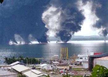 Tumpahan minyak di Teluk Balikpapan yang kemudian menyebabkan kebakaran. Foto: Netralnews