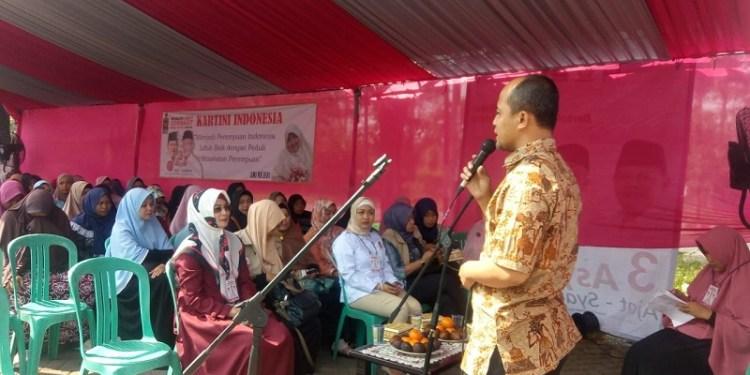 Ketua DPC PKS Cikarang Selatan, Ronni Hasanudin juga menyatakan bahwa adanya kegiatan Bakti Sosial ini adalah sesuatu yang rutin dan biasa dilakukan oleh kader-kader dari PKS. Foto: Rhio