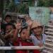 Anak-anak Lombok tersenyum. Foto: Islampos
