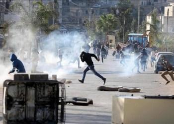 Ilustrasi penyerangan tentara Israel dengan mengunakan gas air mata di Ramallah Tepi Barat. Foto: Anadolu