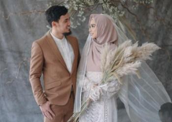 Pernikahan Lindswell dan Hulaefi. Foto: Tribunnews