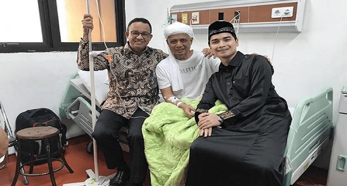 Ustaz Arifin Ilham yang tengah dirawat bersama Anies Baswedan dan Alvin Faiz. Foto: Instagram Alvin Faiz