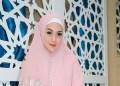 Celine Evangelista tampil berhijab di acara buka bersama ustaz Reza Muhammad.