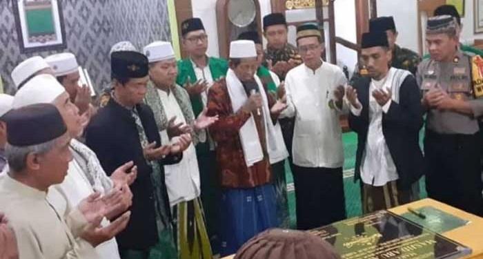 Ketua NU Surabaya Ahmad Muhibbin Zuhri (tengah jas-kopiah hitam). Foto: Viva