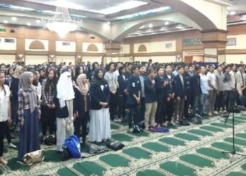 Doa bersama mahasiswa UAI. Foto: Istimewa (Rhio/Islampos)