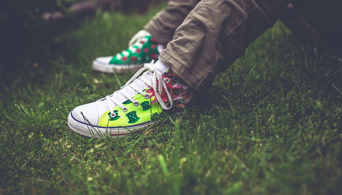 Sepatu akan memengaruhi pada bau kaki juga.