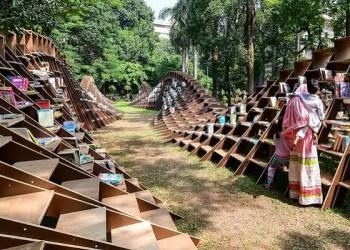 Paviliun Bookwarm, perpustkaan unik di India. Foto: Designboom