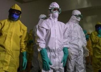 Petugas medis tanggulangi virus Corona. Foto: Suara