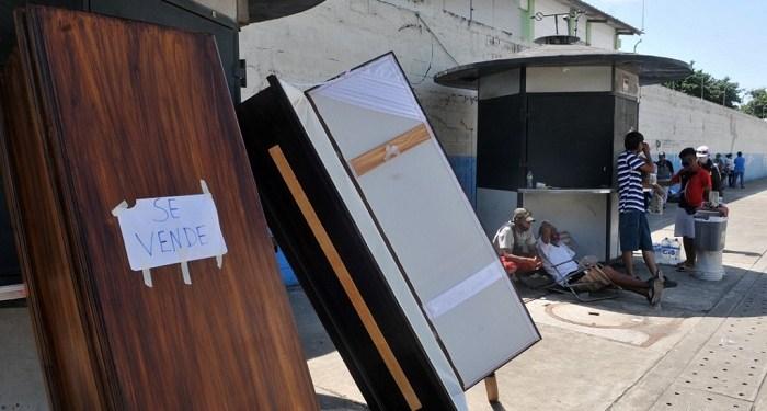 Mayat-mayat korban Covid-19 di Ekuador ditumpuk d kamar mandi lanataran kamar mayat penuh. Foto: The Jakarta Post