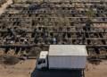 Kuburan yang sudah digali untuk pemakaman pasien yang terinfeksi virus corona di Pemakaman Umum Santiago, Chile. Foto: AFP