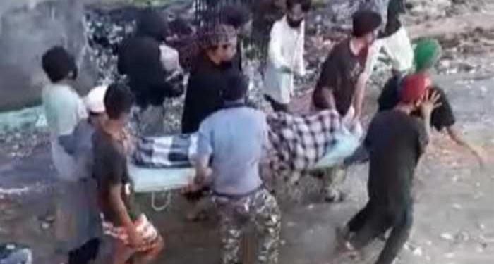 Sejumlah warga saat membawa jenazah dari rumah sakit, Labuang Baji Makassar. Foto: Screenshot Video Viral