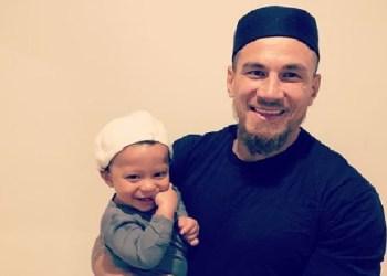 Sonny Bill Williams dan putranya. Foto: Instagram Sonny Bill Williams