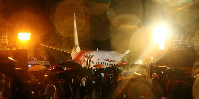 Pesawat Air India Express terbelah dua. Foto: nv.ua