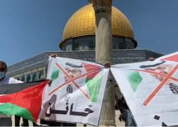 Warga Palestina menentang kesepakatan damai antara UEA dan Israel. Foto: WAFA