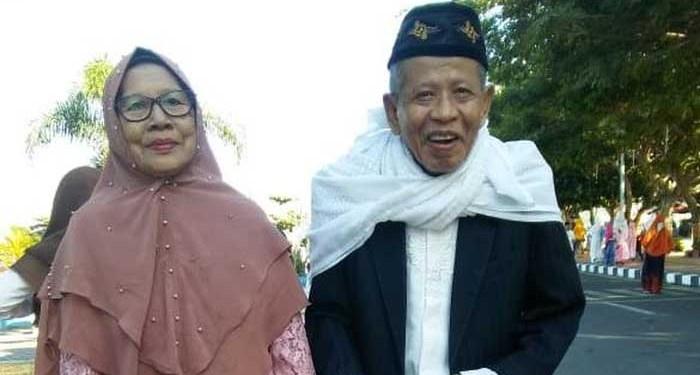 Kiai NU, H Muhammad Idrus Makkawaru, dan istri semasa hidup. Foto: Detik