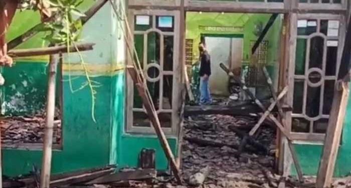 Lokasi rumah tempat suami membakar istri dan anaknya di Pekalongan, Jawa Tengah. Foto: Okezone