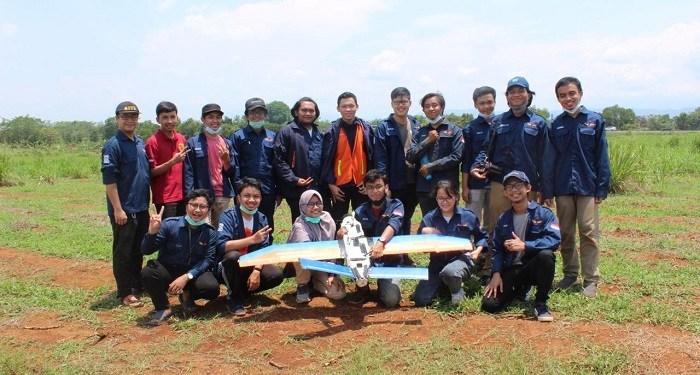 Mahasiswa Insitut Teknologi Bandung (ITB) berhasil memenangkan kontes Robot Terbang Indonesia (KRTI) 2020. Foto: Saifal/Islampos