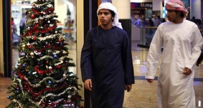 Arab Saudi mulai terbuka menjual pernak-pernik natal. Foto: Reuters
