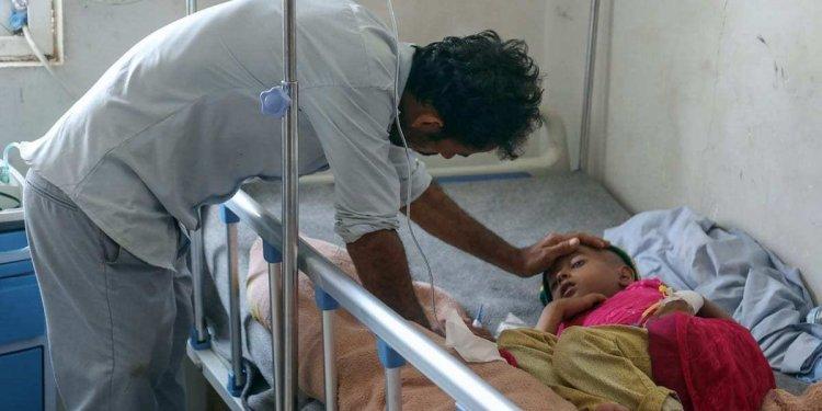 Seorang anak Yaman menerima perawatan di sebuah rumah sakit di Yaman. Foto: MEMO