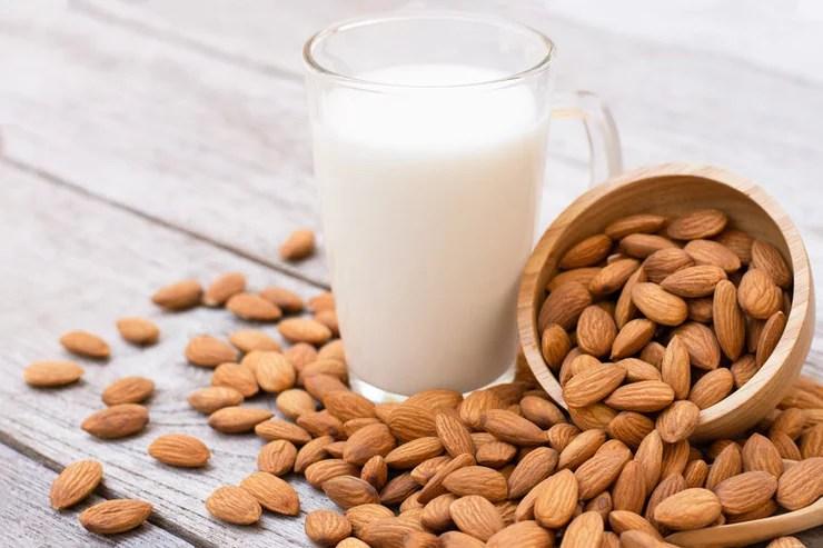 Manfaat Susu Kacang Almond dan Kedelai untuk Kesehatan 1 susu