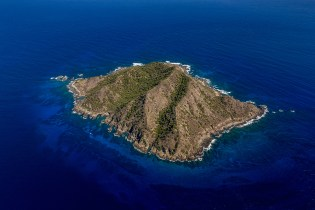 Desecheo Island from above. Credit: Claudio Uribe/Island Conservation
