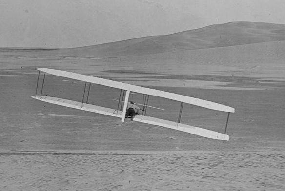 800px-1902_Wright_glider_turns