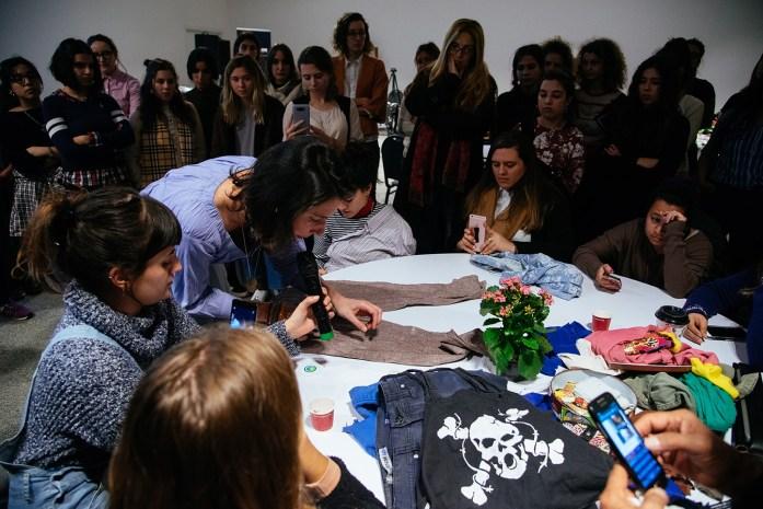 Agustina Comas dando su workshop en Mola