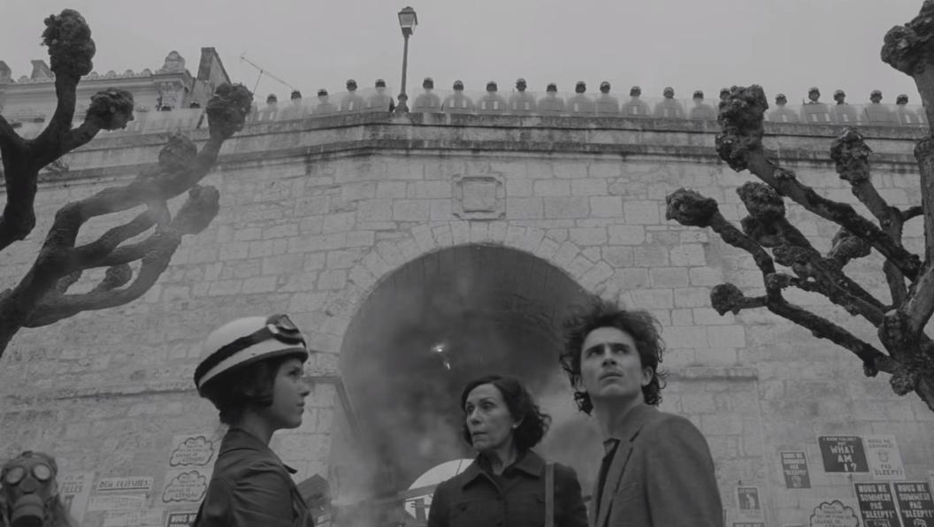 """Wes Anderson libera el primer trailer de """"The French Dispatch"""", su carta de amor al periodismo"""
