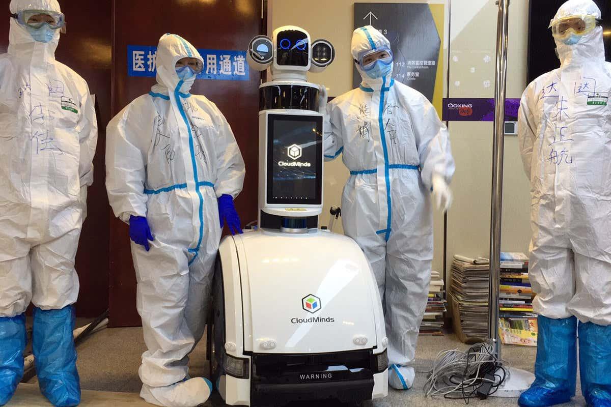 China: Robots se unen al staff de un hospital de Wuhan para darle un descanso a los médicos