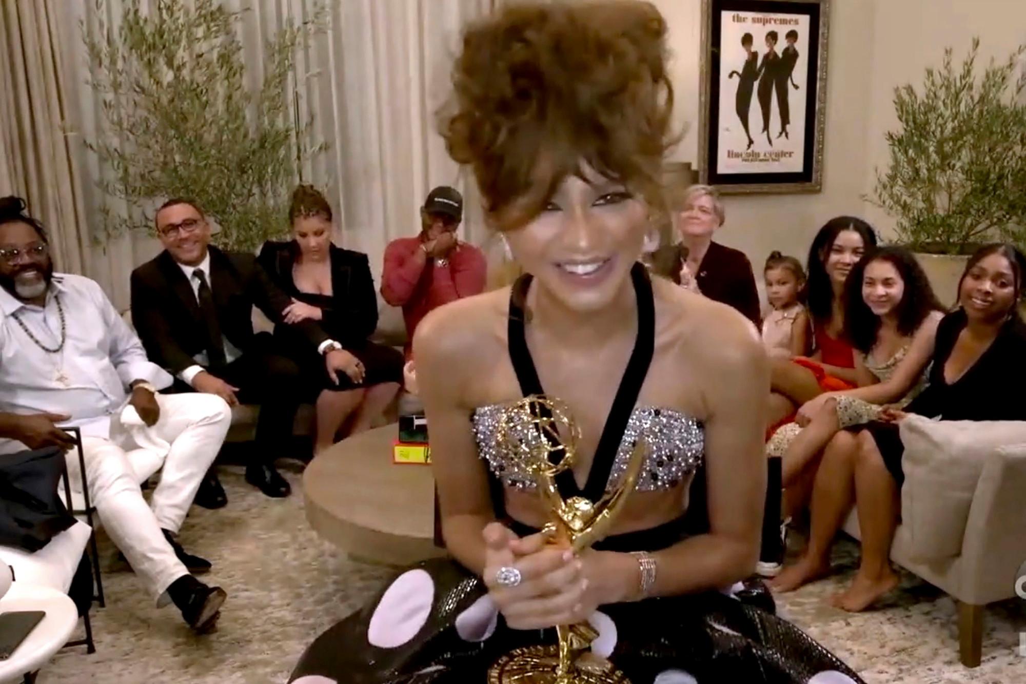 """Zendaya y """"Schitt's Creek"""" hicieron historia en los Emmys 2020"""