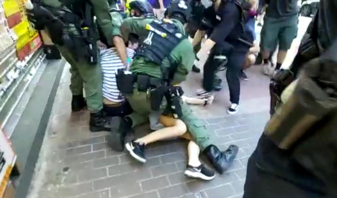 Hong Kong: Indignación tras el violento arresto de una niña de 12 años durante protestas
