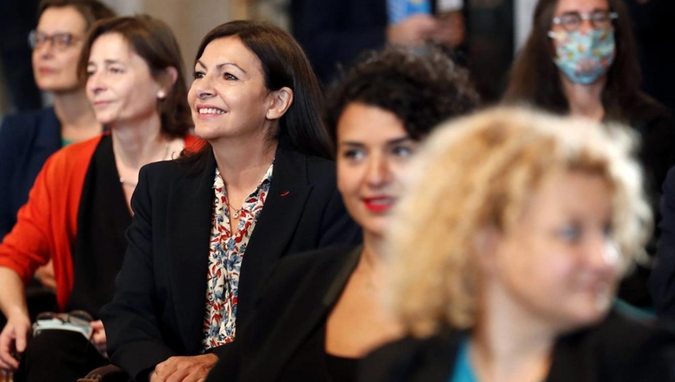 Alcaldía de París es multada por emplear a demasiadas mujeres en altos cargos