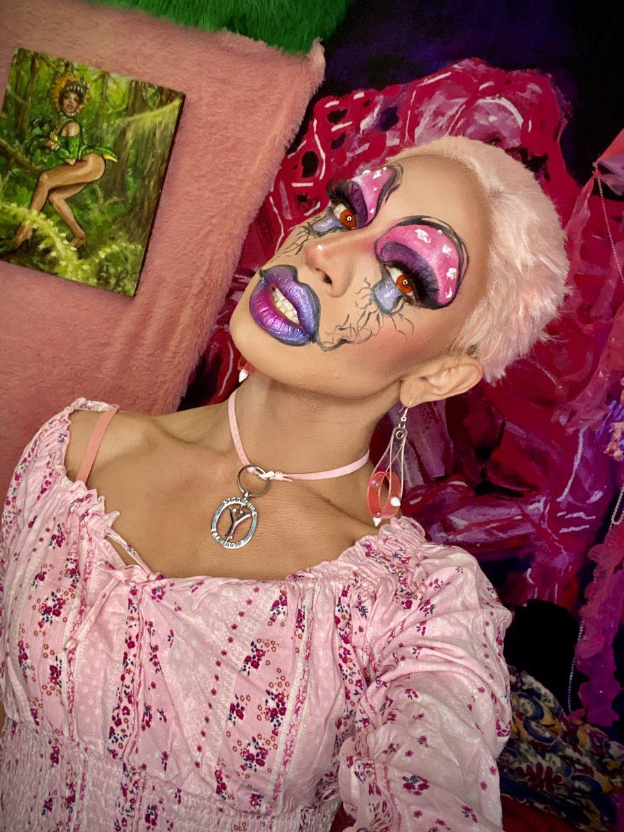 Yvie Oddly hizo este makeup tutorial después de comerse un montón de hongos alucinógenos