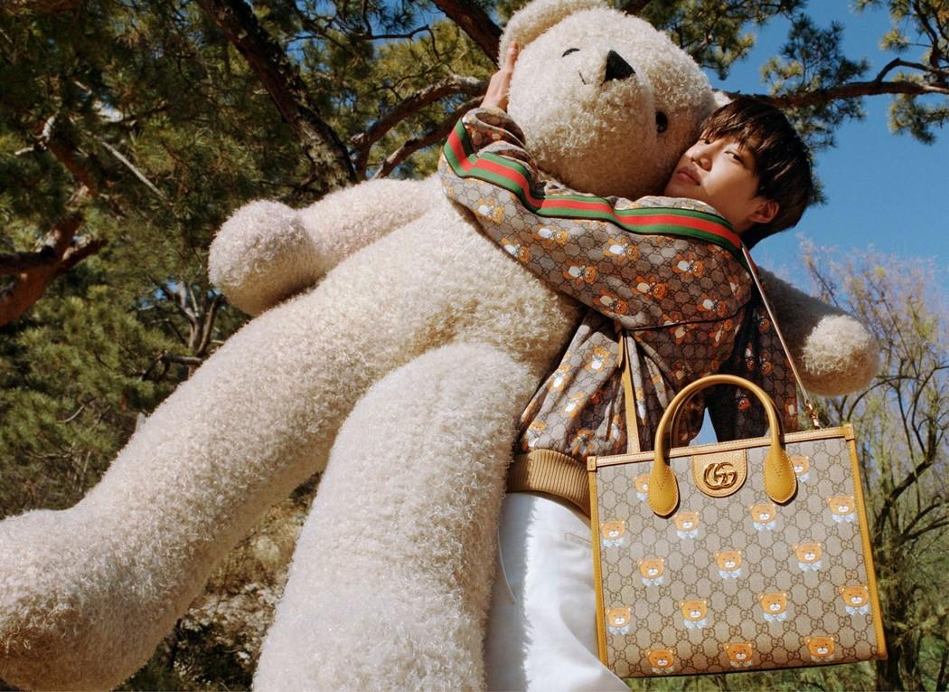 La estrella de EXO, Kai, se une a Gucci en una nueva colaboración llena de osos de peluches
