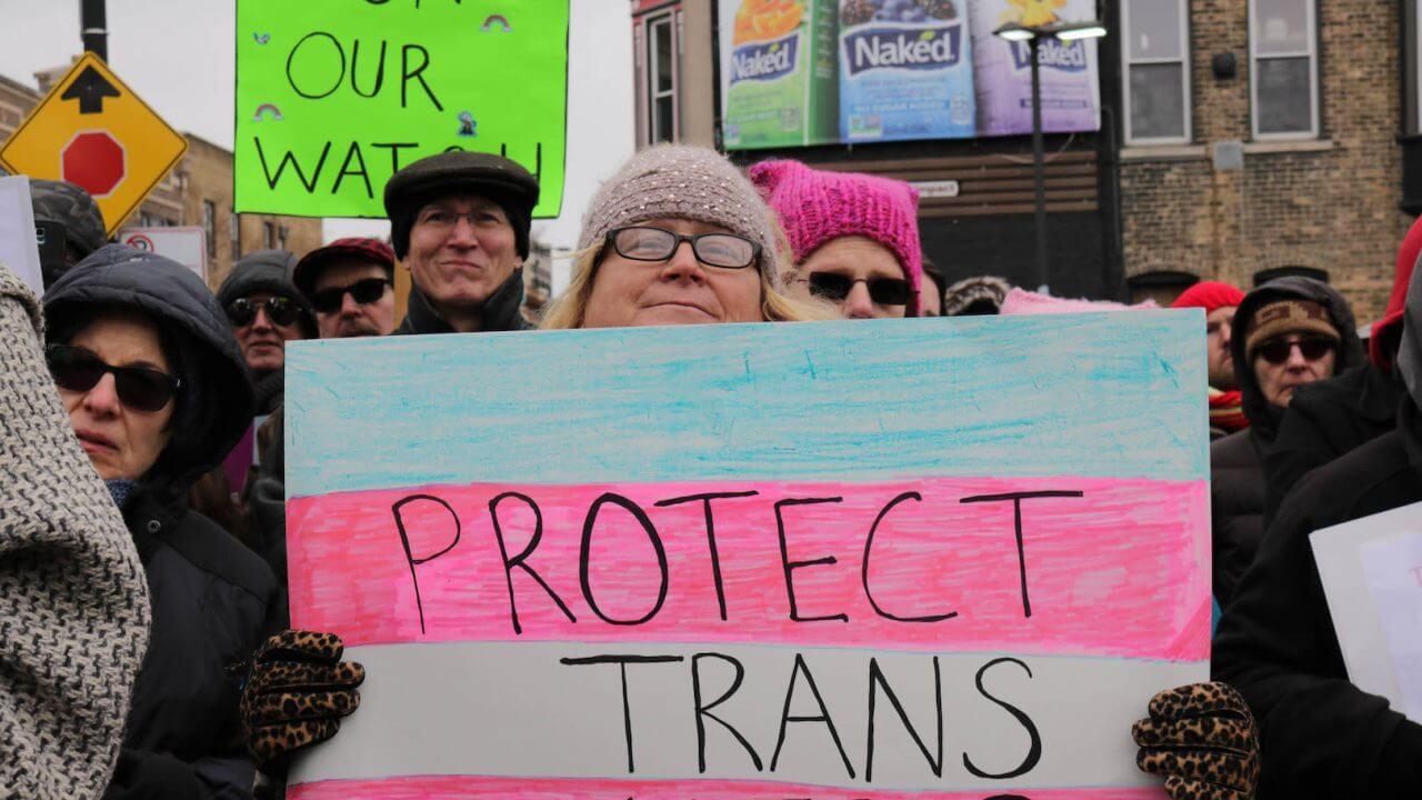 Dos tercios de las personas trans en el Reino Unido no se sienten seguras al revelar su identidad de género en el trabajo