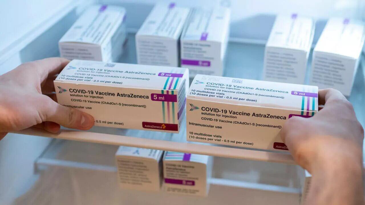 EMA confirma relación de formación de coágulos de sangre con la vacuna de AstraZeneca
