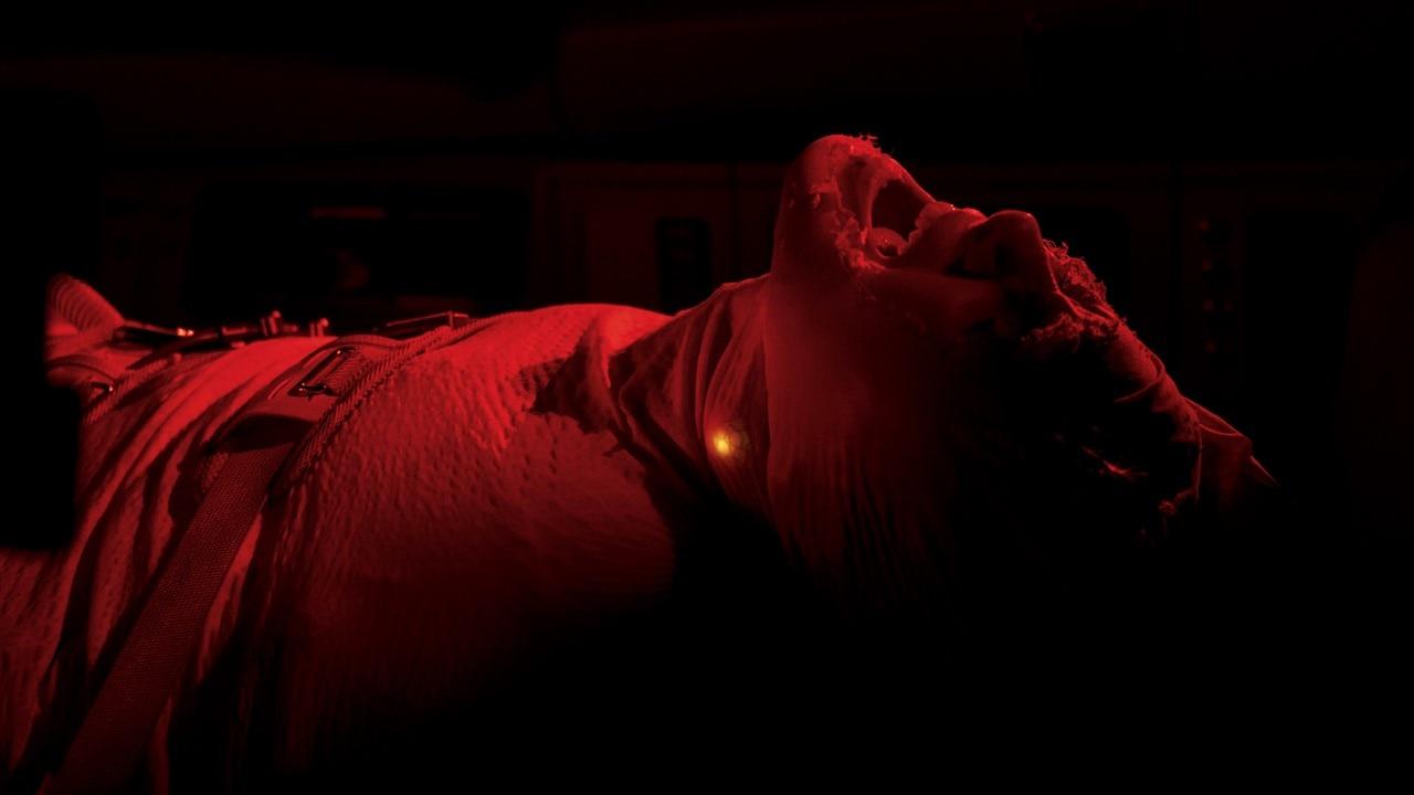 """""""Oxygen"""": Lo nuevo de Alexandre Aja es un thriller claustrofóbico que te quitará el aliento… literalmente"""