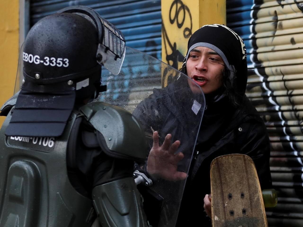 Colombia: 19 muertos y más de 800 heridos suman las protestas por la reforma tributaria