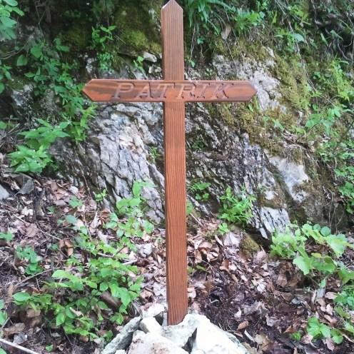 La croce posta lungo il sentiero