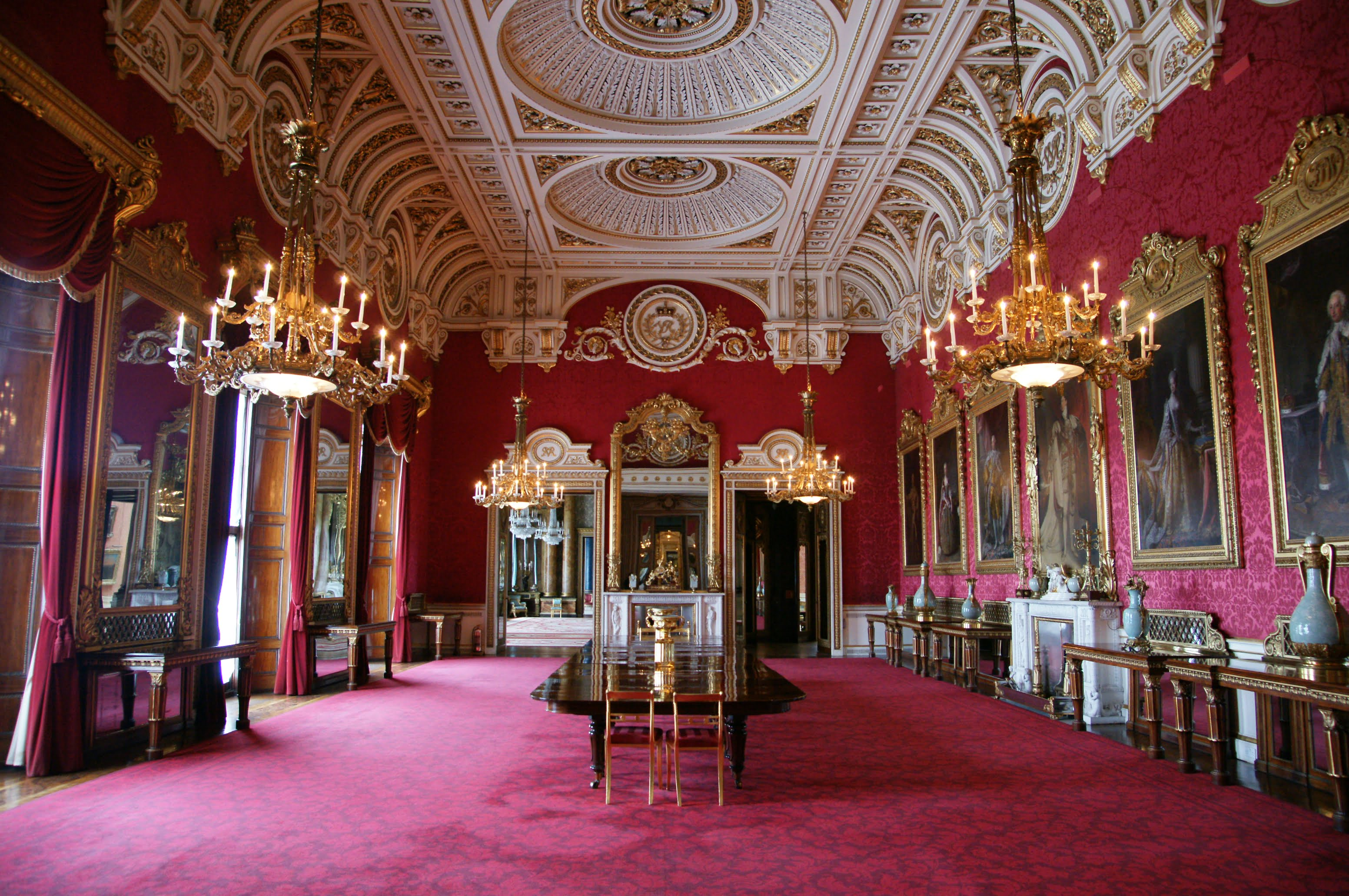 Buckingham Palace The State Dining Room is used by The Queen for official entertain