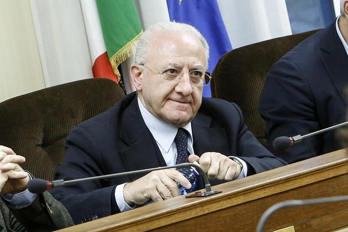 Campania, De Luca nominato commissario Sanità