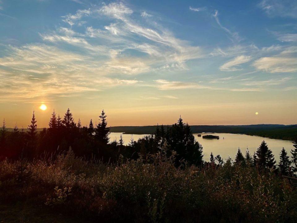 FLOTT NATUR: Finnskogen byr på flott natur, men har også en unik historie og mange flotte opplevelsestilbud. Foto: Reisekick.no.