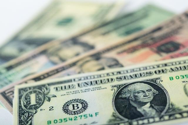 FXや株式投資でお金を稼ぐ