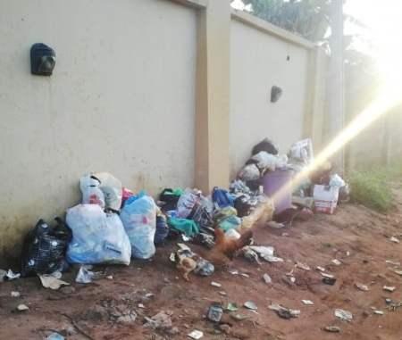 Waste wall