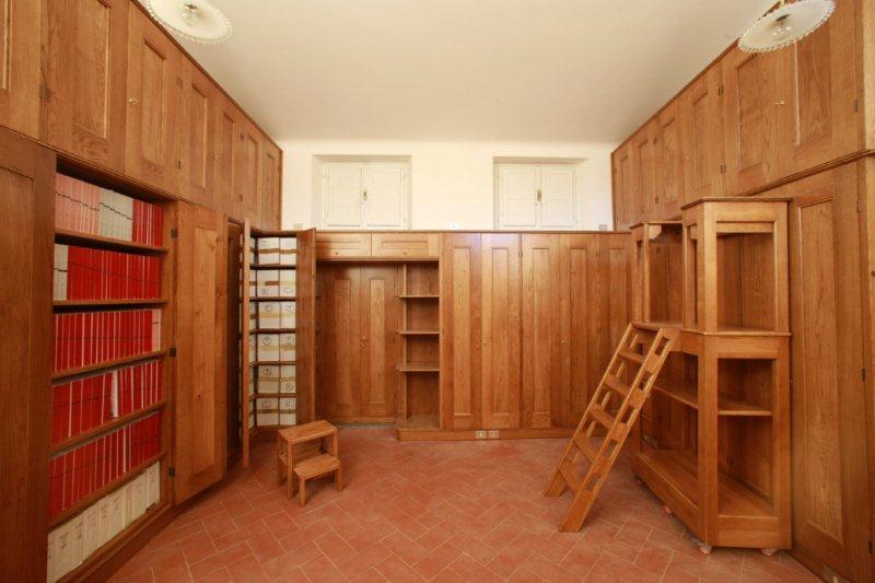 Mobili Studio Biblioteca per abitazione privata realizzazione in Rovere con finitura naturale
