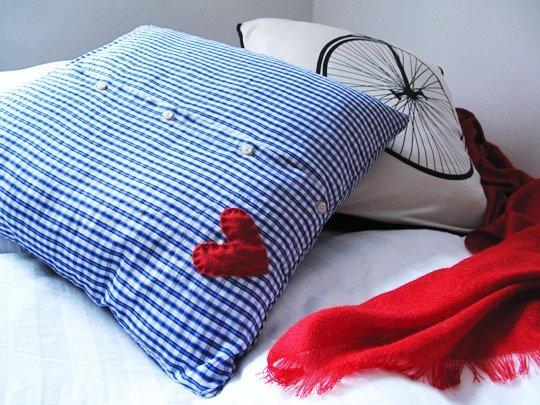 Riciclare le camicie per creare una federa per il cuscino