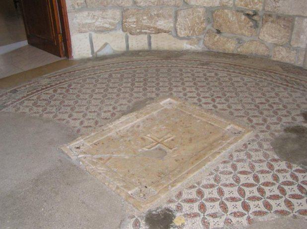 Dominus_Flevit_Byzantine_altar_base