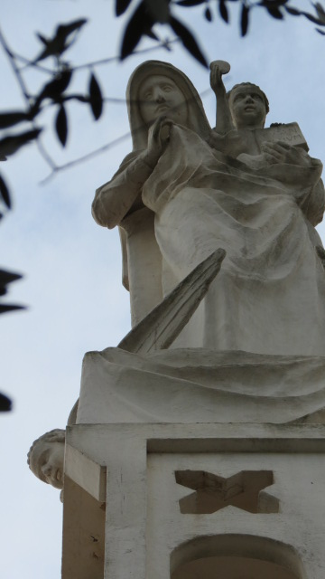 Our Lady of the Ark of the Covenant - Abu Ghosh - Roof statue of Mary